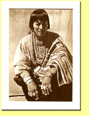 Navajowoman1940ssepiawithbckgrd